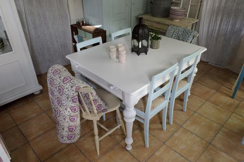Stort vitt gammalt matbord   SÅLT