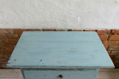 Fint litet avlastningsbord med låda   SÅLT