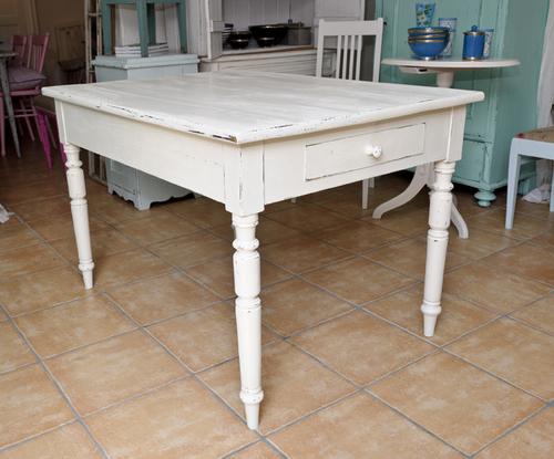 Charmigt gammalt  matbord   SÅLT