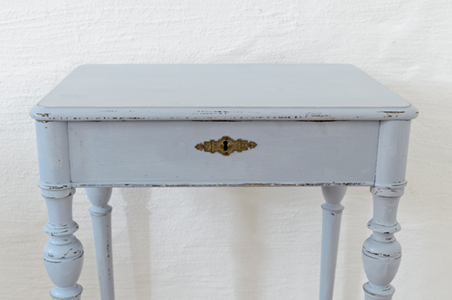 Ett litet gulligt avlastningsbord SÅLT
