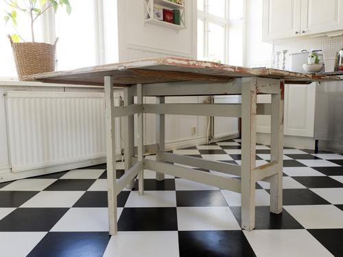 Vackert antikt slagbord  SÅLT