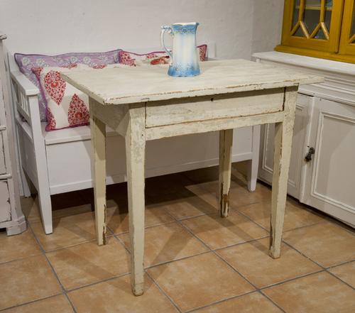 Charmigt ruffigt bord    SÅLT