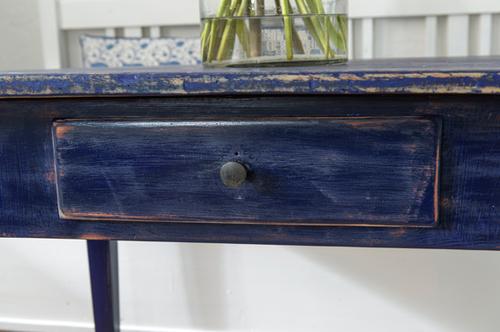 Fint gammalt bord i blått    SÅLT