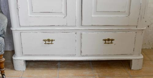 Vackert gammalt klädskåp med dubbla dörrar   SÅLT
