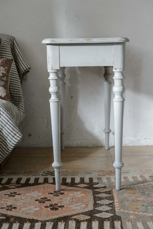 Fint gammalt avlastningsbord i grått   SÅLT