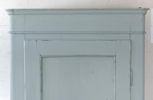 Vackert gammalt klädskåp i grå/turkost