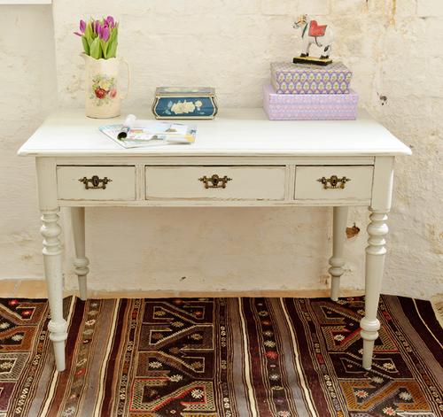 Vackert gammalt skrivbord   SÅLT