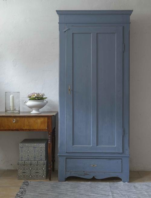 Gammalt klädskåp i blått     SÅLT