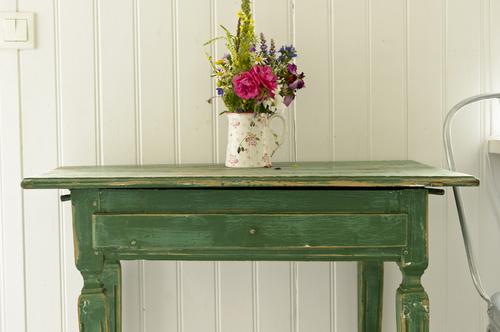 Antikt bord i grönt    SÅLT
