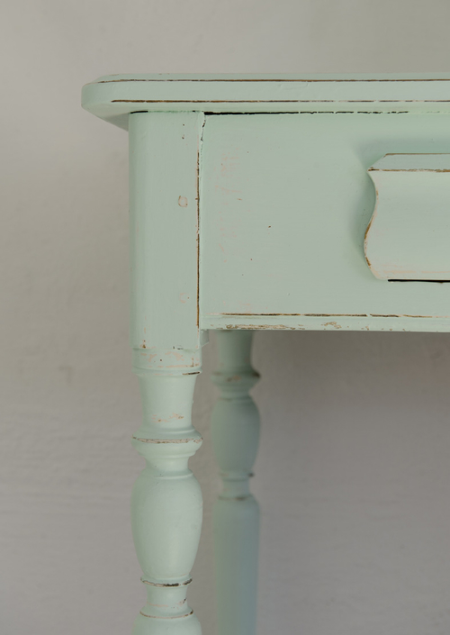 Charmigt gammalt soffbord med låda  SÅLT