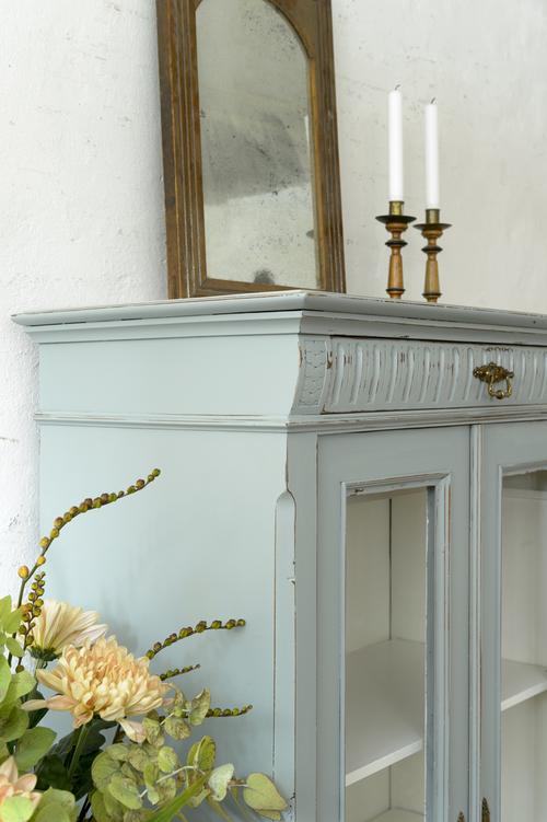 Ljuvligt gammalt vitrinskåp i grå/turkost   SÅLT